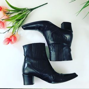 Via Spiga Black Leather Heeled Western Boots